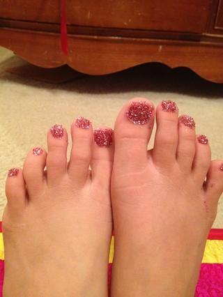 ✨Do el resto de las uñas, y ya lo tiene !! brillo bombardeó uñas de los pies! ✨ ?????? Limpie el exceso de esmalte de brillo / uñas después. Y añadir una generosa capa de recubrimiento final !!!! Gracias por ver!