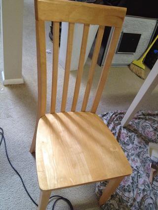 Quitar los asientos de cada silla.