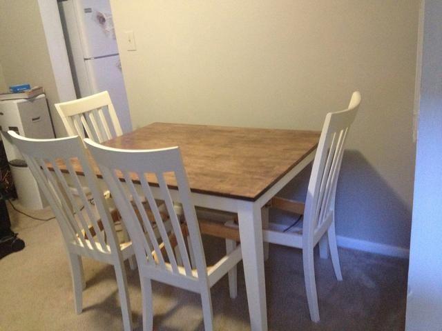 Todo hecho con la tabla. Ahora necesitamos para tapizar las sillas.
