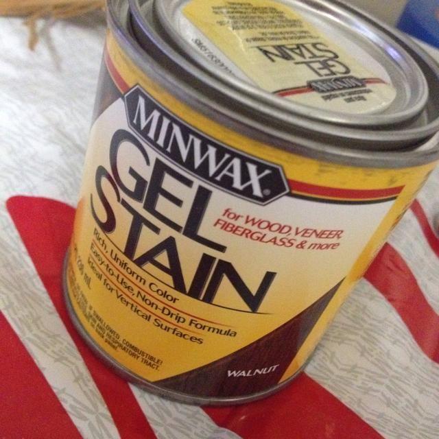 Coge tu mancha. yo'm using MinWax Gel stain in Walnut. I will be applying 3 coats.