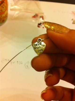 Luego, después de que im utilizando este material colgante  Cuál es el número 4 del talón (marque el paso número 3)