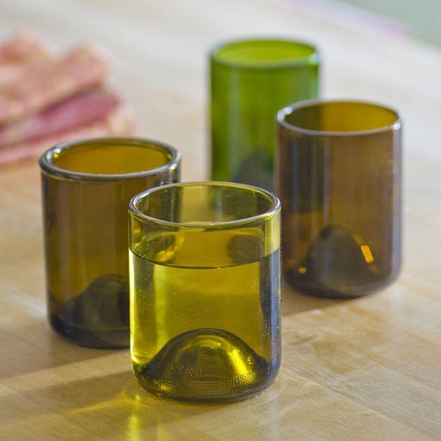 Diversión Gafas Botella de vino de bricolaje | http://artesaniasdebricolaje.ru/diy-wine-bottle-glasses-how-to-cut-glass/