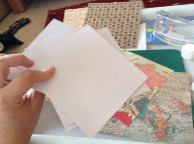 El documento sólo tiene el patrón en 1 lado, así que estoy encolado 2 hojas.