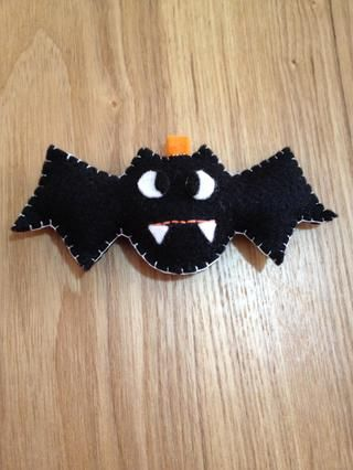 Puntadas simples para el Dr. Bat's mouth and use the same stitches as the others to close up!