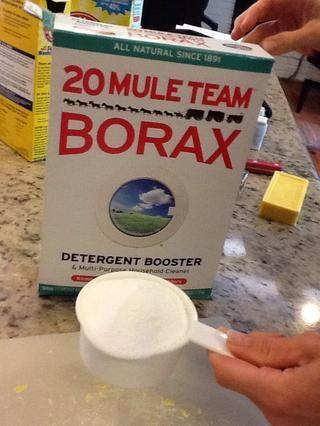 Add1 taza de bórax.