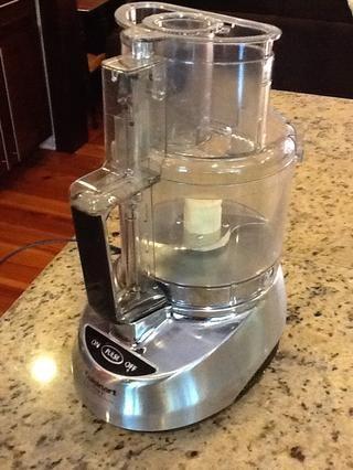 Usted puede hacer su detergente sin un procesador de alimentos, pero es mucho más fácil que la rejilla de Fels-Nafta.