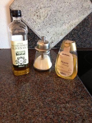 Usted sólo necesita 3 suministros! El aceite de oliva, blanco o azúcar moreno y la miel.