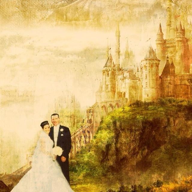 Otro ejemplo / idea, tomar una foto de la boda y lo puso en un fondo con un castillo. La aplicación Filtromanía 2 tiene el filtro GRUNGE que tiene el aspecto de una página del libro débilmente mezclado en la imagen. ??????