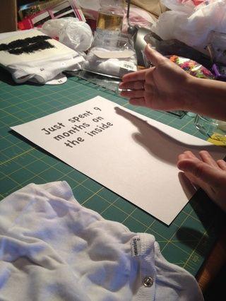 Imprima una cotización o la imagen que desea transferir a su camisa o onesie.