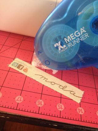 Ahora para coser encendido! Yo uso un poco de Xyron tomar finalista por el centro para sostener la cinta en su lugar como coso. También puede utilizar spray adhesivo tela o cinta fusible
