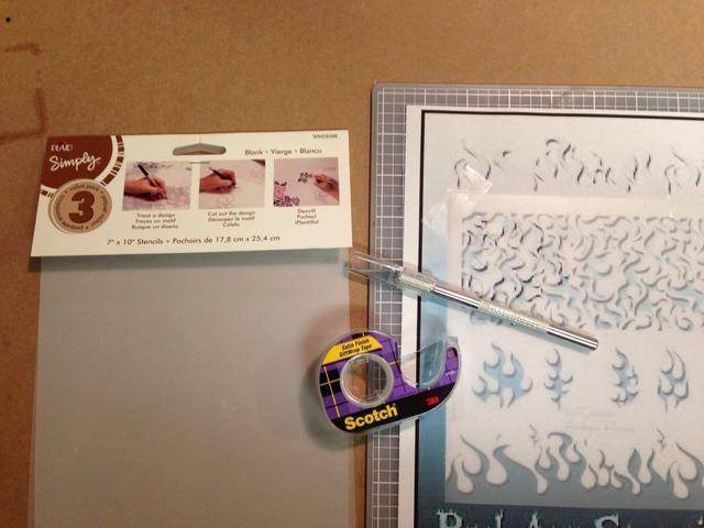Imprima la forma que desea utilizar como guía y la cinta de la hoja de la plantilla en blanco sobre la guía impresa.