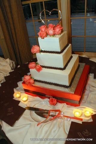 Ta-dah !! El soporte de la torta! De hecho, me decorado el pastel con las flores y Topper, así como la tabla de la torta. ¡Gracias por mirar! =)