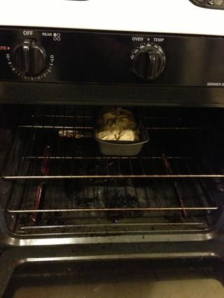 Ponga la cacerola en el horno y hornear durante unos 50 minutos. Colóquelo en el medio si se puede, para una cocción uniforme.