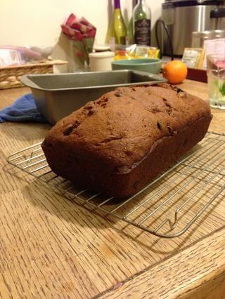 Ajuste el pan sobre una rejilla para enfriar.