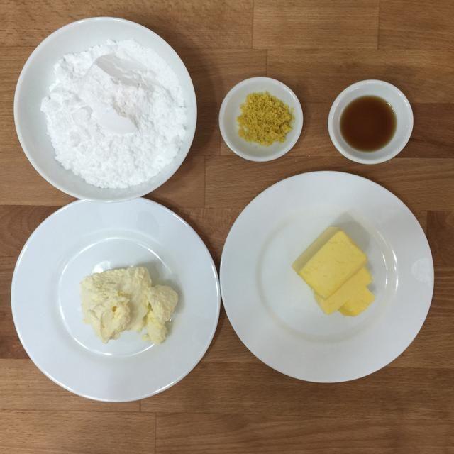 Siguiente preparar los ingredientes para hacer el glaseado.