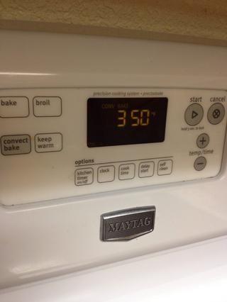 Ahora sería un buen momento para precalentar el horno a 350 grados.