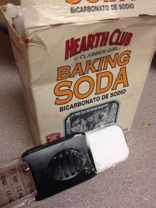 Añadir 2 cucharadas de bicarbonato de sodio.
