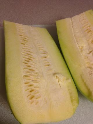 Cuanto más grande sea el calabacín, más grande es la semilla. De hecho, me he saltado esta parte si las semillas son pequeñas, al igual que con algunos calabacín comprados en la tienda.