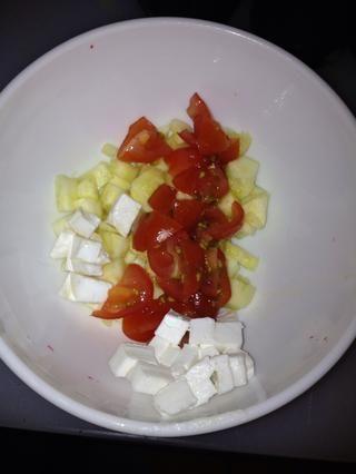 Mezclar todo en un bol con un poco de sal