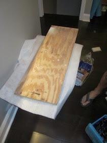 A continuación cortamos un tablero para el asiento.