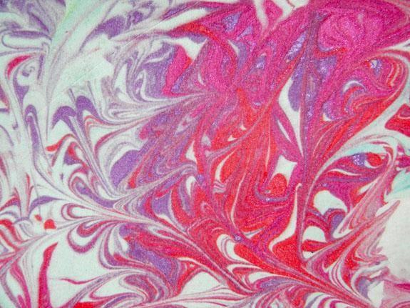 Usted puede ver el brillo en este patrón de uso de Majestic, Indulgencia y un poco de encantador color rosa. Esta técnica es muy fácil y los resultados son tan dramático!