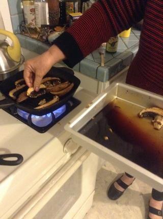Coloque las setas en el caliente
