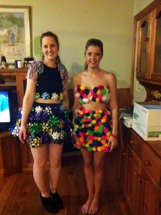 Hice un vestido pom pom :) Hice alrededor de 400 pompones :)