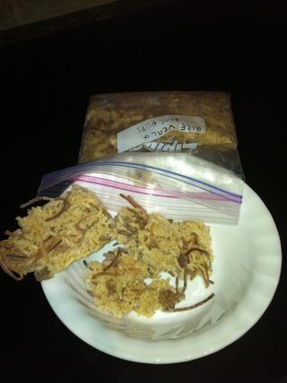 Saque la bolsa de comida desea descongelar y romper el contenido doblando la bolsa. Volcado de los pedazos en un recipiente para microondas, calentar y servir.