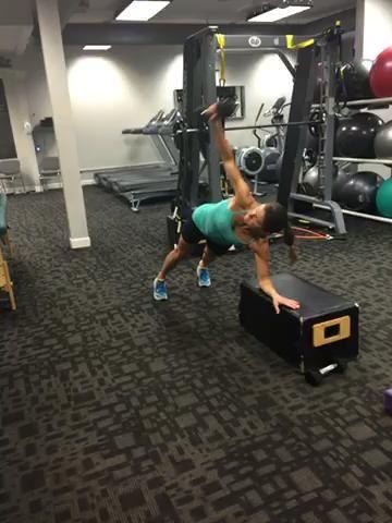 Rotaciones Plank con pesas ligeras - 15 repeticiones