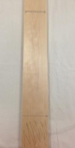 He aquí sus dos piezas laterales marcados con color en el despilfarro. Recuerde, su siguiente paso es transferir las marcas en el borde de la madera para obtener una mejor visual durante el corte.