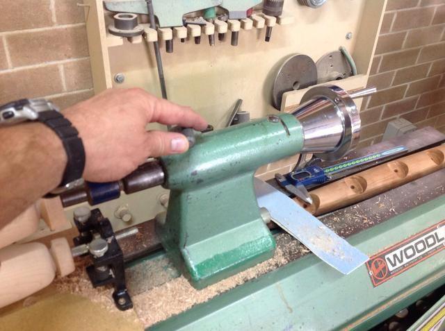 Deshacer la palanca de bloqueo Contrapunto que permite a la rueda de mano para encender.
