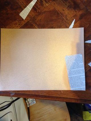 Entonces sólo tiene que añadir el papel alrededor de su forma