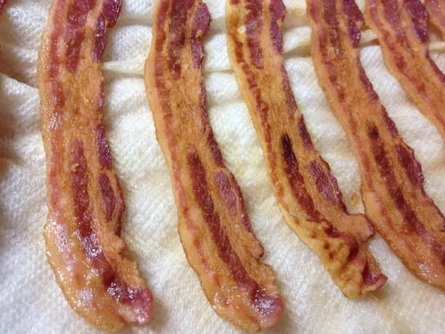 Su baconIf quieres adicional crujiente, poner simplemente el tocino de nuevo en el micro durante unos 10 segundos por rebanada. IE retire el papel. Use toallas de papel frescas para cada lote.