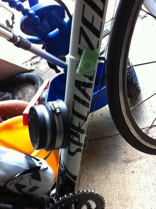Brida de plástico iPod shuffle volver clip al tubo diagonal moto y enchufe en im227 con el enchufe del altavoz.