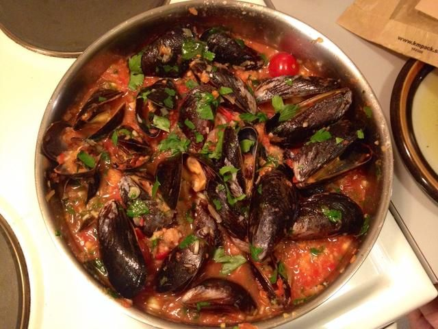 Revuelva, a continuación, añadir sal y pimienta negro.