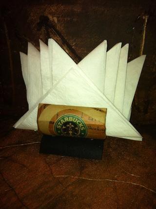 Éste fue hecho de una bolsa de la compra de Starbucks. Añadir una tarjeta de regalo de Starbucks y darle a su maestro favorito.
