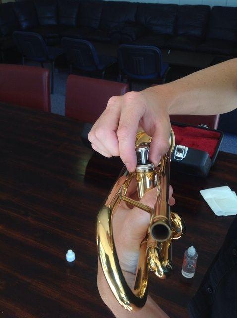 Cómo Válvulas Óleo sobre su trompeta