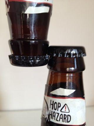 No hagas esto. Va a derramar cerveza cuando # 2 se abre. Podría trabajar un par de veces pero usted derramar la cerveza en algún momento.