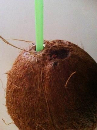 El uso de una paja, hacer una prueba de sabor. Si no es así't taste fresh or if it tastes rancid or a little