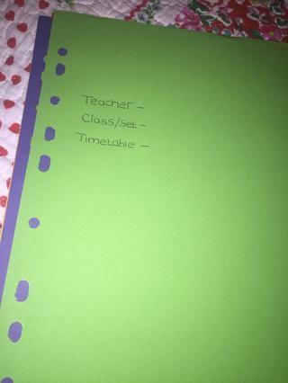 Ahora anote la clase, el profesor y pegar una copia de su calendario en cada divisor, destacado en su calendario cuando se tiene esa lección.