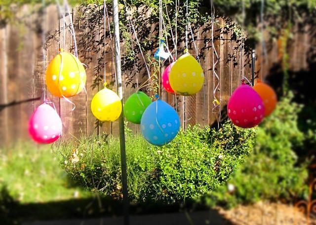 Decidí ser creativo con la piñata también. Rellene globos con caramelos y confeti y don't forget to have a wooden skewer so girls could pop their balloons
