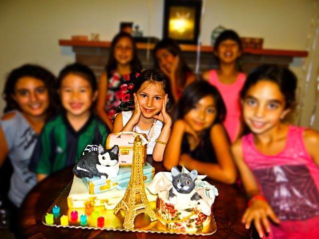 Por último, pero no menos importante - El desear sobre una vela y el corte de la torta. Feliz B'Day my princess ��