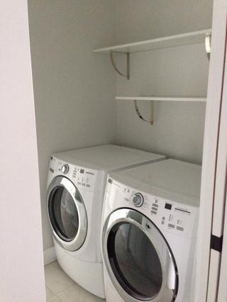 2 o 3 estantes en la parte superior de su lavadora / secadora apilable ...? Ir a los lados. Obtener entusiasmados por la elección de los soportes que realmente te inspiran. Entonces eso's a matter of focusing on the brackets, not the laundry!