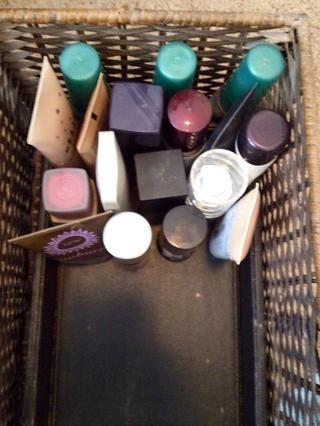 Cajón 1: Parte 1: fundaciones, cremas hidratantes, cremas tintados BB, stick / crema / bronceadores líquidos y cebadores.