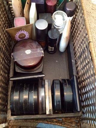Parte 2: polvos: bronceadores, polvo compacto y translúcido.