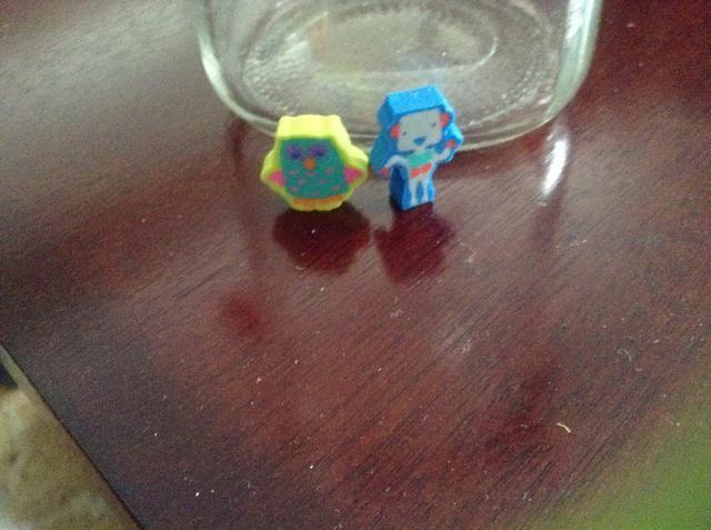 Aquí hay lo que encontré en Target, que're erasers! I have owls and robots!