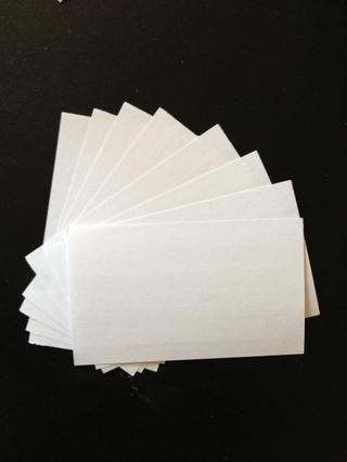 Separar unos 7 u 8 tarjetas de nota de la manada.