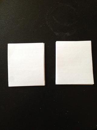 Separar las diminutas tarjetas de nota en pilas de 7 u 8, dependiendo de lo que empezó.