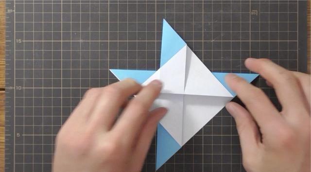Puntos a juego, doble punto inferior de la capa superior hacia arriba.