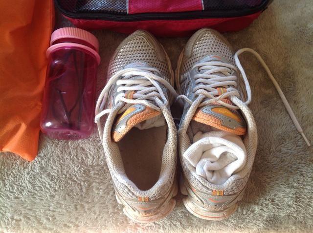 Maximizar los calcetines de cirugía estética de espacio y otros objetos pequeños en sus zapatos.